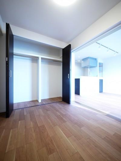 洋室 (ペニンシュラ型キッチンの1LDKに)