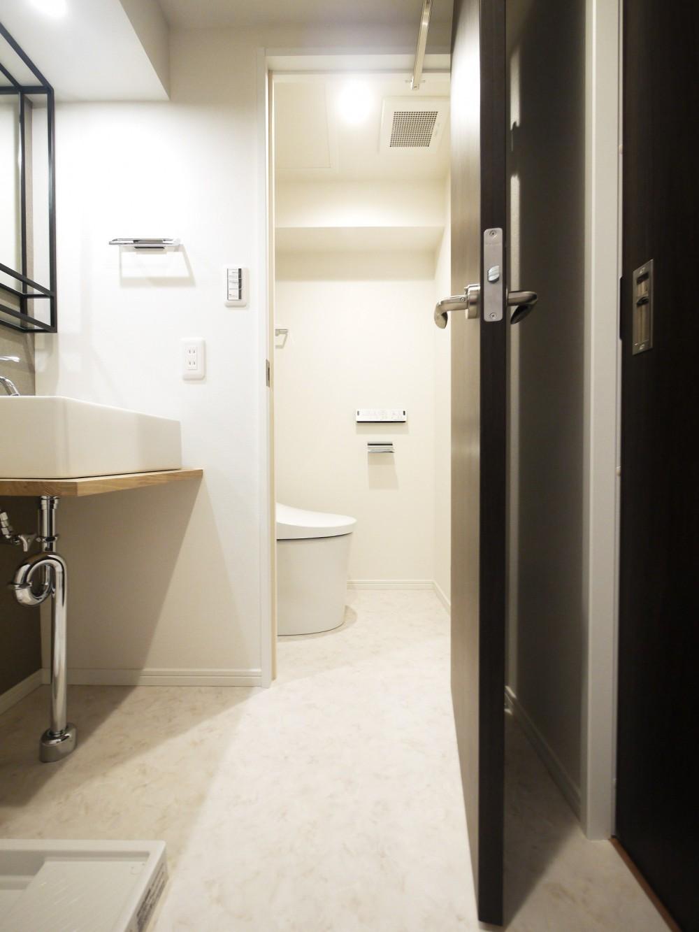 ペニンシュラ型キッチンの1LDKに (トイレ)