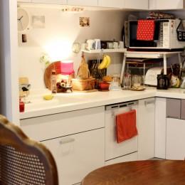 北欧テイストのホワイトベースのナチュラル×シンプル (キッチン)