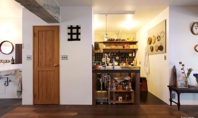 古さを慈しむ、奥行きのある家 (キッチン)