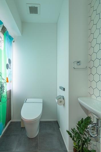 広々としたナチュラル&ヴィンテージな家(リノベーション)の部屋 トイレ