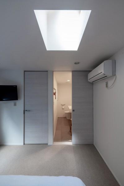 寝室からサニタリー2 (Casa Mi)