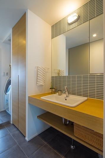 広々としたナチュラル&ヴィンテージな家(リノベーション)の部屋 洗面