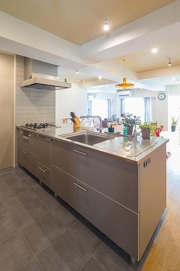 広々としたナチュラル&ヴィンテージな家(リノベーション)の部屋 キッチン