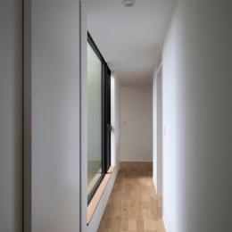 調布の家 (廊下)
