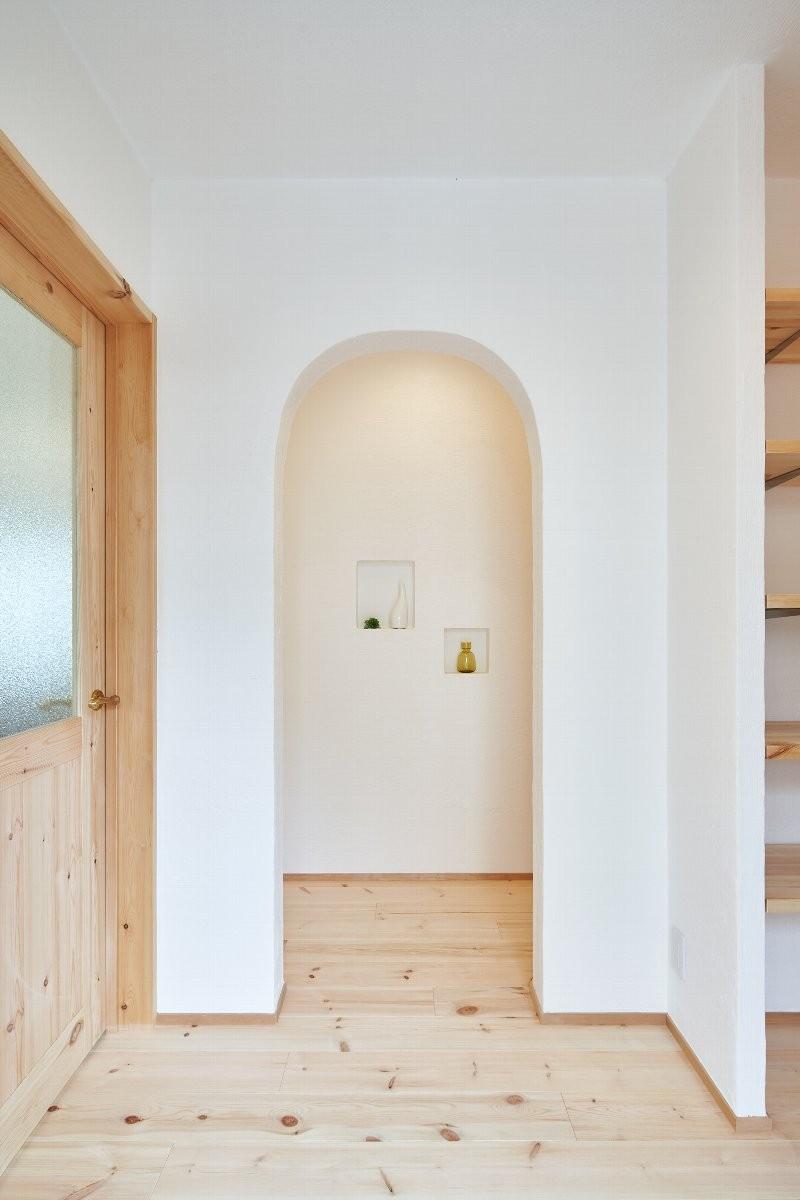 コンセプト住宅「バンドール」 (廊下 アールの入り口)