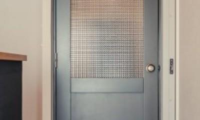 繋がりのある空間 (特注品の扉)