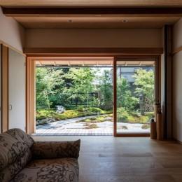嵯峨の家2/リビングと庭のリノベーション