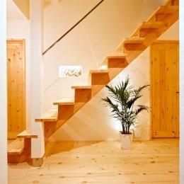 豊中 2Fがリビング・ダイニングの家 (2Fリビングにあがる廊下の階段)