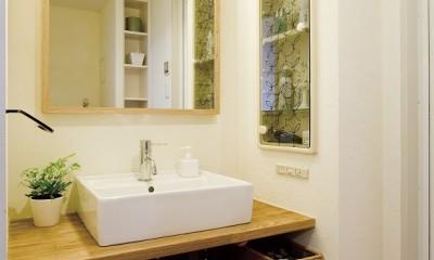 大阪府Tさん邸:DIYで古い家具が似合うナチュラル空間に (造作洗面台)