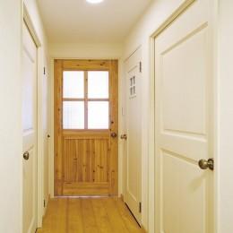 大阪府Tさん邸:DIYで古い家具が似合うナチュラル空間に (オリジナル建具)