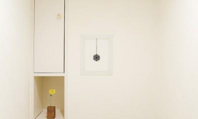 大阪府Tさん邸:DIYで古い家具が似合うナチュラル空間に (トイレ)