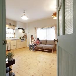 大阪府Iさん邸:実家の一部を増改築し、デザインにこだわった子世帯の住まいへ (温もり感のあるLDK)