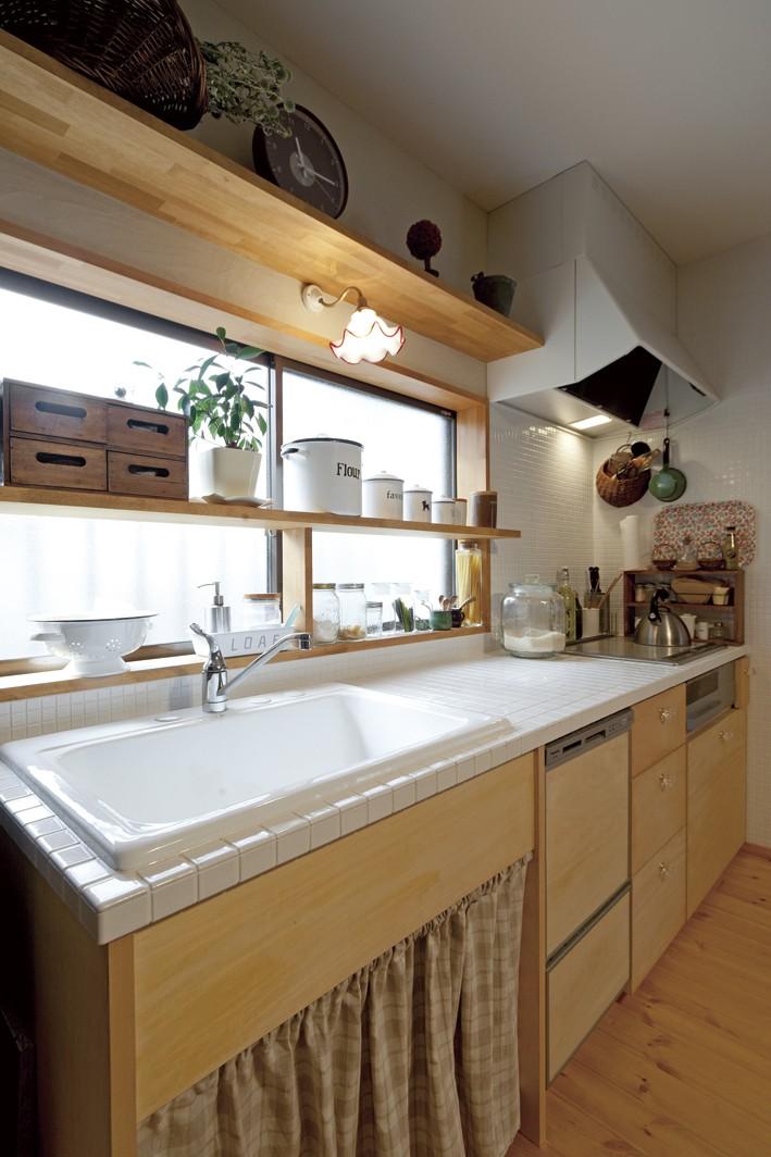 大阪府Iさん邸:実家の一部を増改築し、デザインにこだわった子世帯の住まいへ (木のキッチン)