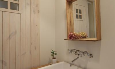 大阪府Iさん邸:実家の一部を増改築し、デザインにこだわった子世帯の住まいへ (造作洗面台)