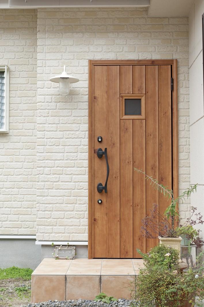 大阪府Iさん邸:実家の一部を増改築し、デザインにこだわった子世帯の住まいへ (玄関)