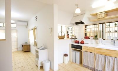 大阪府Mさん邸:「好きな雰囲気の家に住みたい」 (憧れの白いタイルのキッチン)