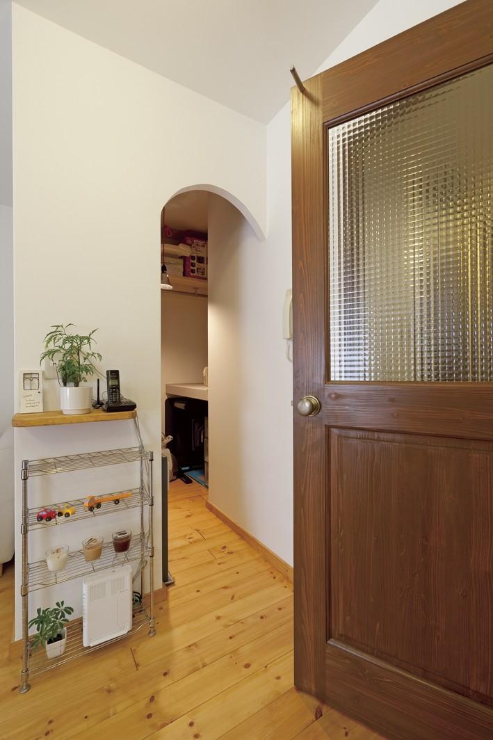 大阪府Tさん邸:子どもを見守る家事ラク設計の優しい空間に (建具)