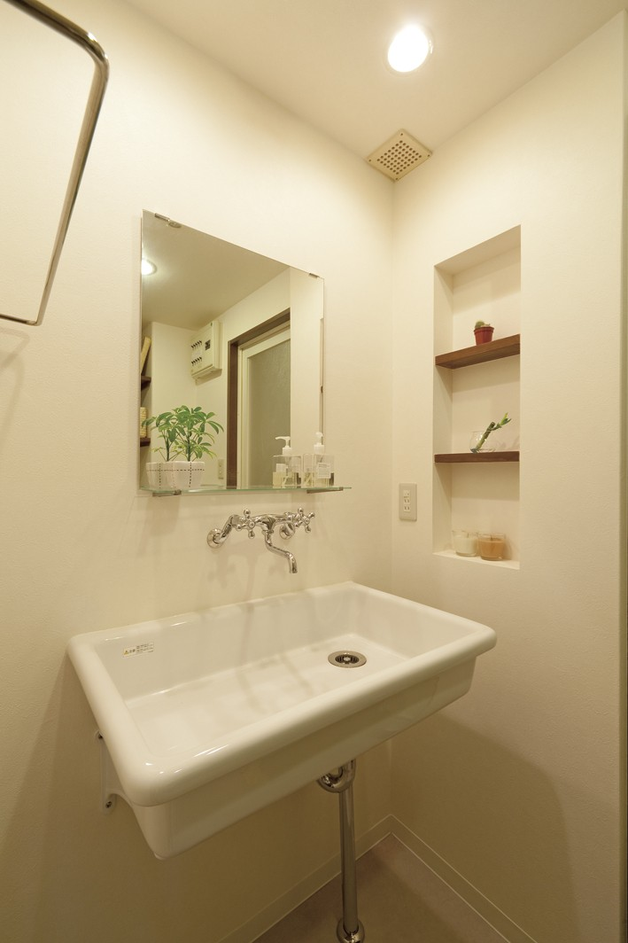 大阪府Tさん邸:子どもを見守る家事ラク設計の優しい空間に (水回りはシンプルに)
