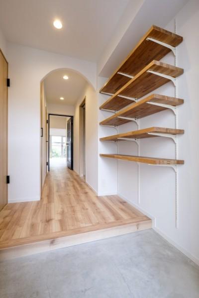 玄関 (アーチと書斎のある暮らし)