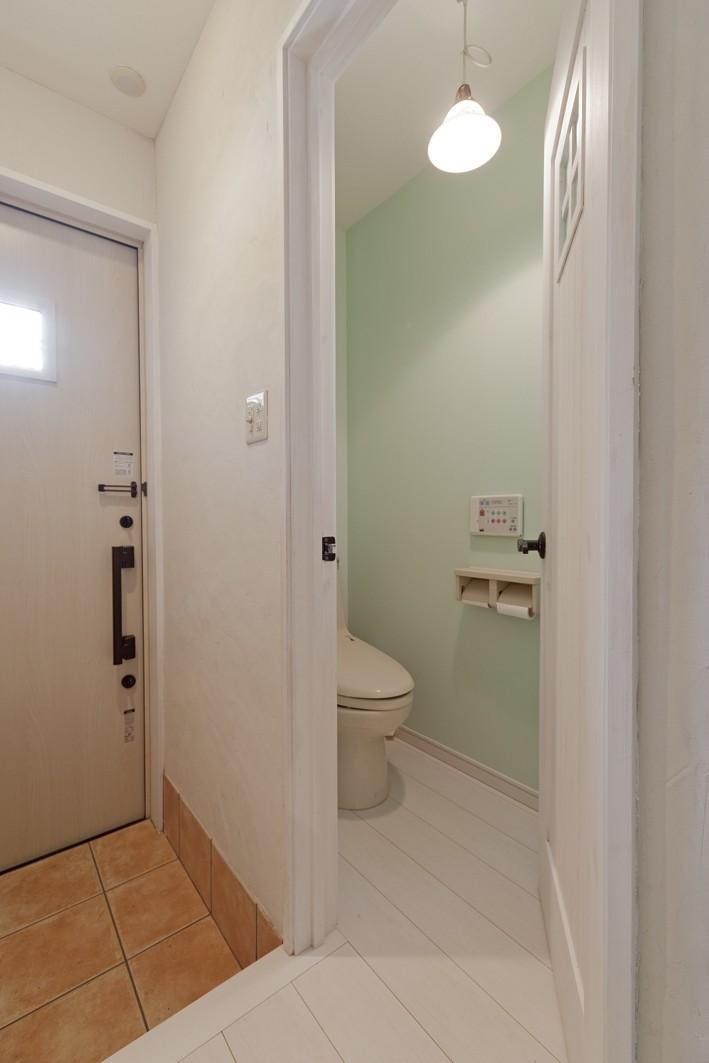 大阪府Sさん邸:愛犬の居場所を確保したひろびろ空間 (トイレ)