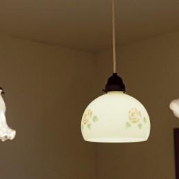 大阪府Sさん邸:愛犬の居場所を確保したひろびろ空間 (照明)