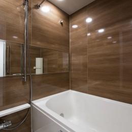 暖かい日ざしと木の温もり (浴室)
