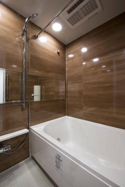 浴室 (暖かい日ざしと木の温もり)