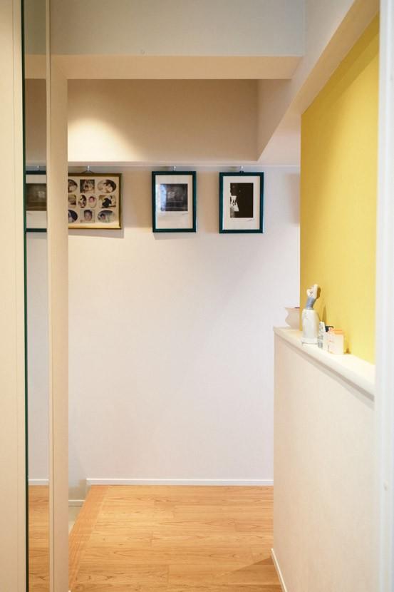 シンプル、爽やか、愛らしく。部屋ごとにクロスで遊べるのはリノベーションならでは。 (廊下はアートスペース)
