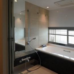 プレミアムマンションのリノベーション計画〜都会の森の家 (浴室)