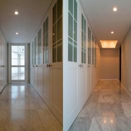 プレミアムマンションのリノベーション計画〜都会の森の家 (玄関収納)