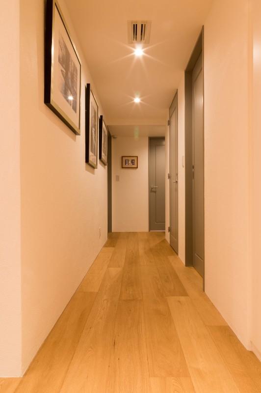 高級マンションのリノベーション〜高台のフレンチシックな家 (廊下)