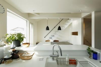 吹き抜けのアクセント階段 (新しい二世帯住宅のかたち)