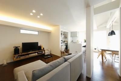新しい二世帯住宅のかたち (L形につながるリビングダイニング)