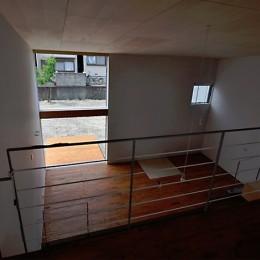 リビング (RCと木の混構造によるローコスト・ガレージハウス)