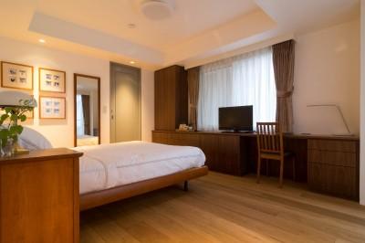 主寝室 (高級マンションのリノベーション〜高台のフレンチシックな家)