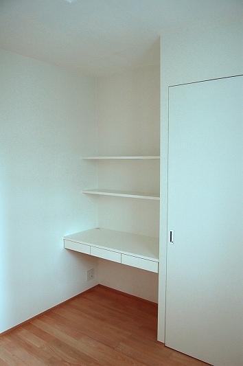 自由発想と要望を詰め込んだ空間(リノベーション)の写真 小さな書斎スペース