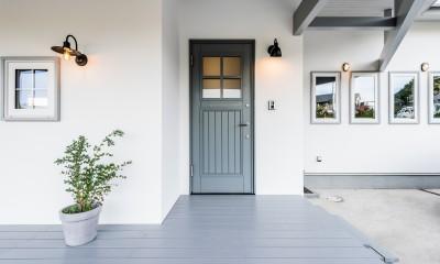 シンプルを追求した平屋 (玄関)