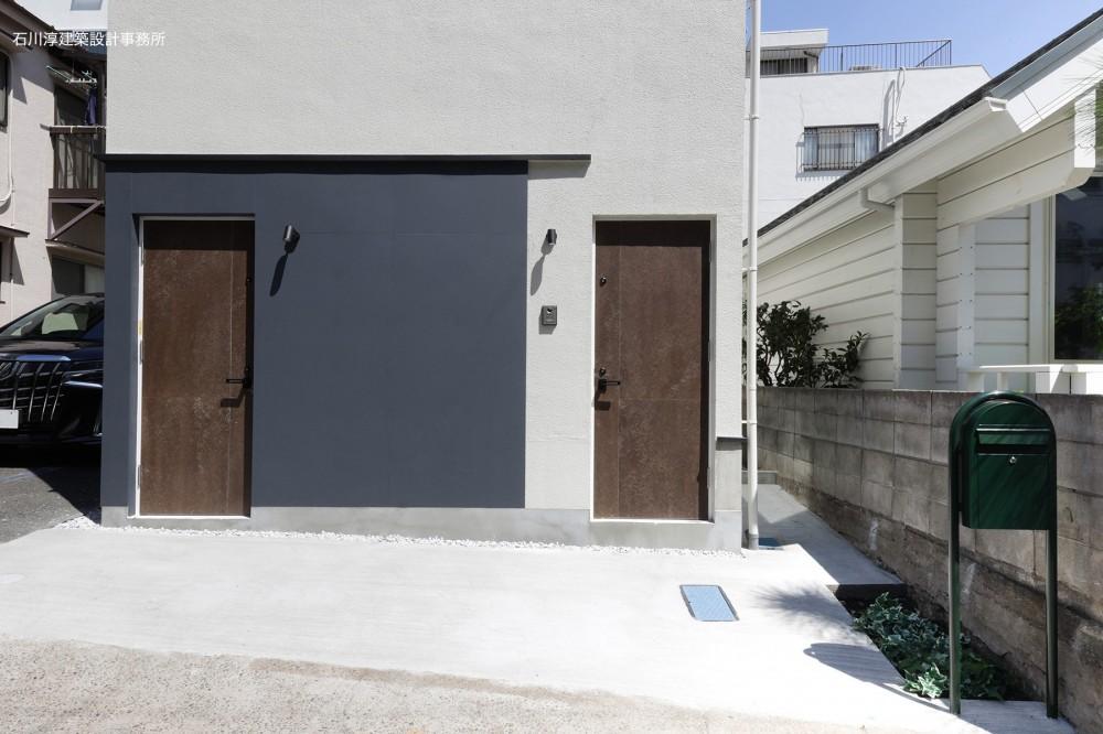 谷根千ペンシルハウス  東京の谷根千地区で完成した木造3階建ての住宅 (エントランス)