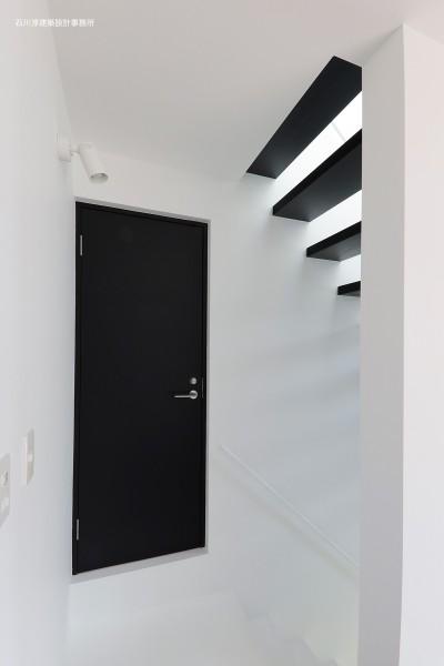 2階プライベートスペース (谷根千ペンシルハウス  東京の谷根千地区で完成した木造3階建ての住宅)