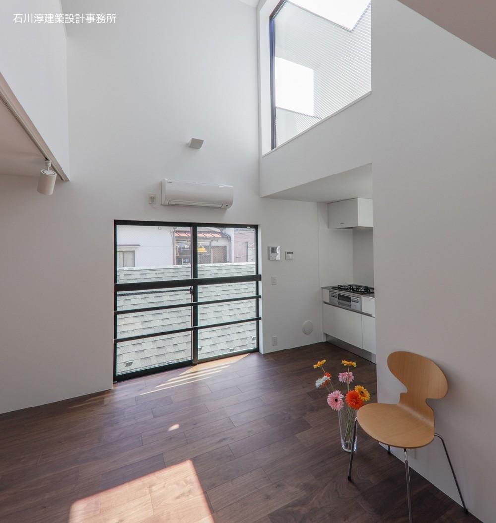 谷根千ペンシルハウス  東京の谷根千地区で完成した木造3階建ての住宅 (リビングダイニングキッチン)