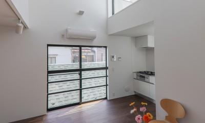 リビングダイニングキッチン|谷根千ペンシルハウス  東京の谷根千地区で完成した木造3階建ての住宅