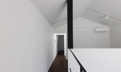 谷根千ペンシルハウス  東京の谷根千地区で完成した木造3階建ての住宅 (廊下)
