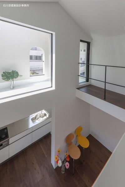 吹抜 (谷根千ペンシルハウス  東京の谷根千地区で完成した木造3階建ての住宅)