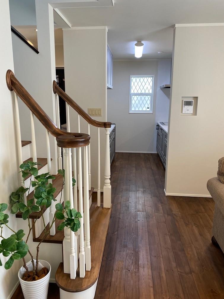 ウインダミアの家 (無垢階段手摺)