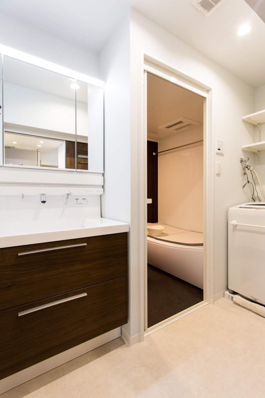 築21年のマンションを、暖かく手入れしやすい住まいへリノベーション (バスルーム)