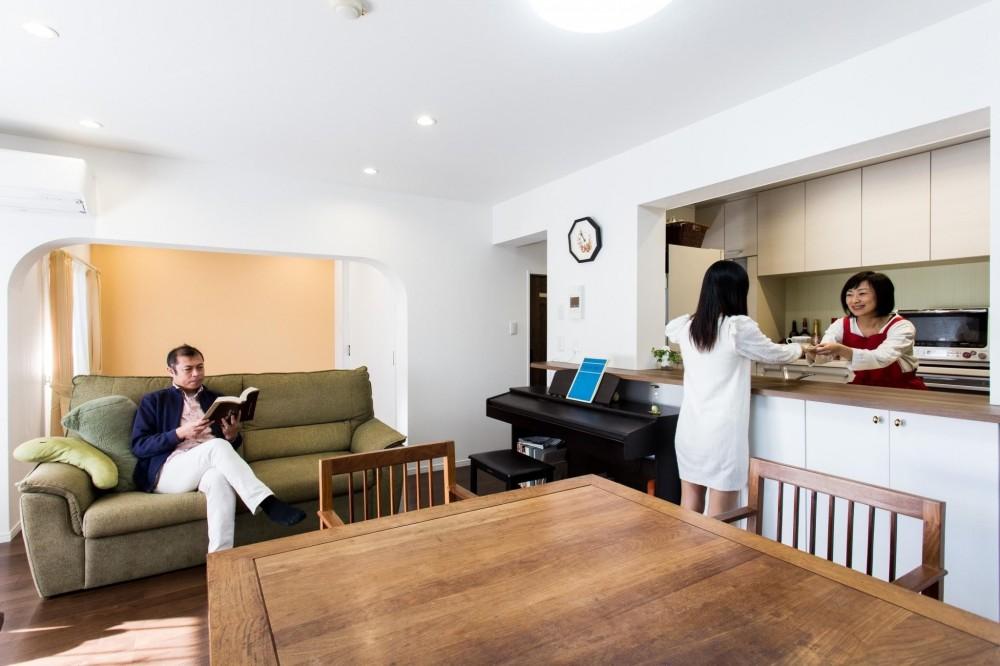 築21年のマンションを、暖かく手入れしやすい住まいへリノベーション (リビング)