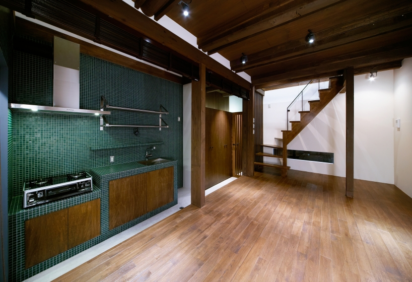 Nzuri  昭和初期の面影を残す京町家を全面的にリノベーションの写真 キッチン