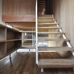 MN HOUSE 回遊できるロフトスペース (階段)