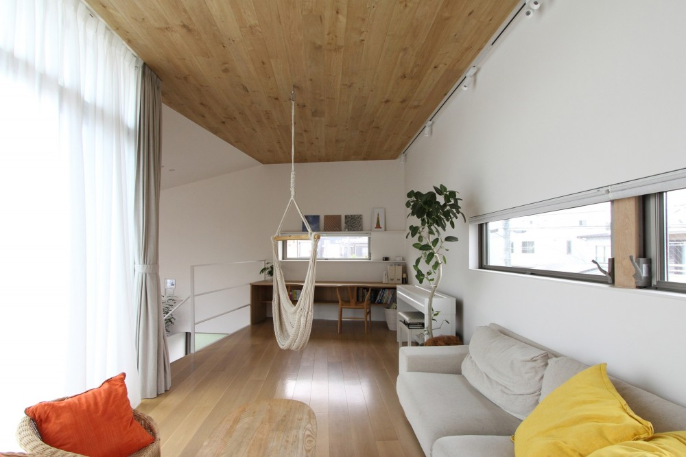府中の家2~大きなルーフバルコニーのある開放的な家 (ハンモックのあるリビング)